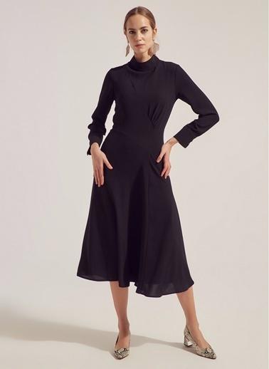Monamoda Yarım Balıkçı Büzgü Detaylı Crep Elbise Siyah